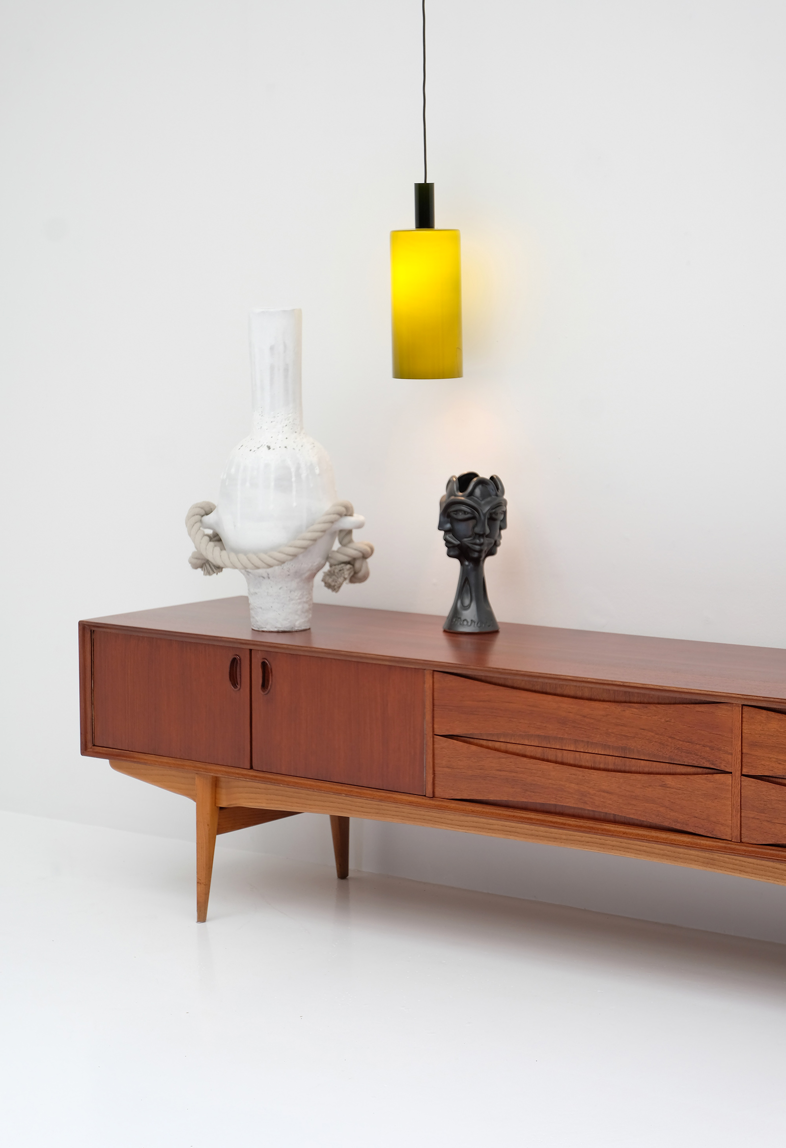 1958 V-form Paola Low Sideboard Oswald Vermaerckeimage 12