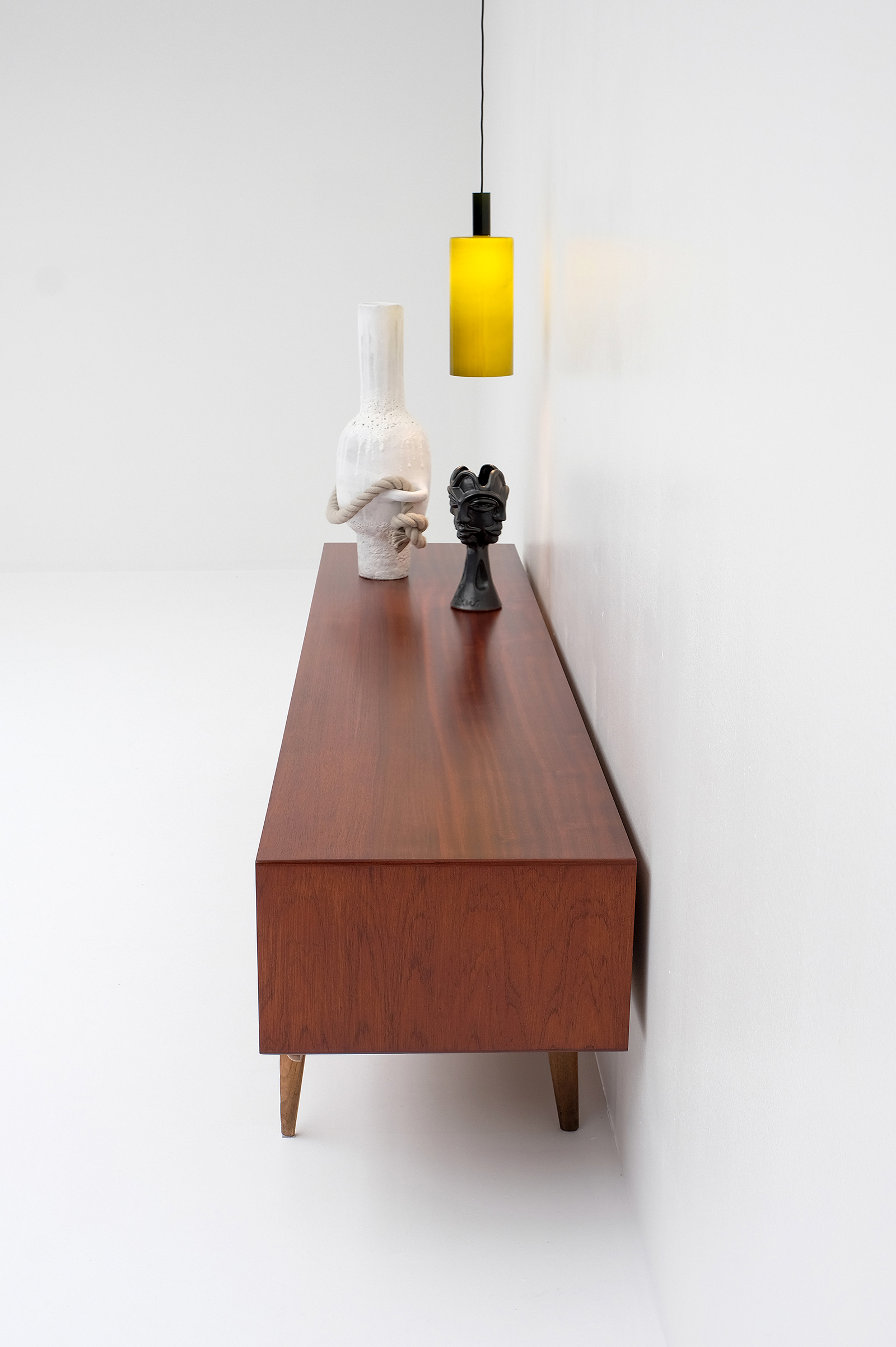 1958 V-form Paola Low Sideboard Oswald Vermaerckeimage 7