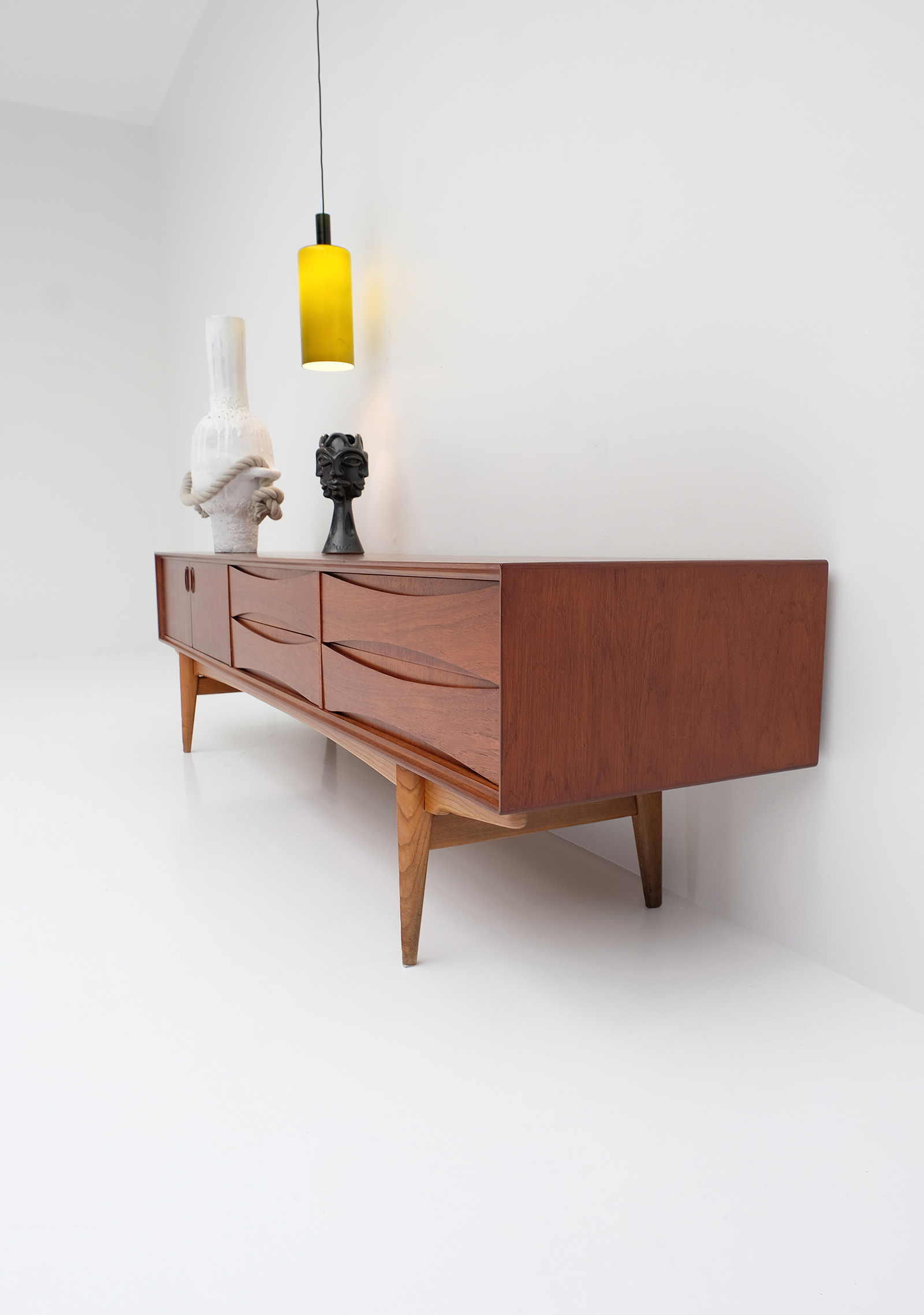 1958 V-form Paola Low Sideboard Oswald Vermaerckeimage 5