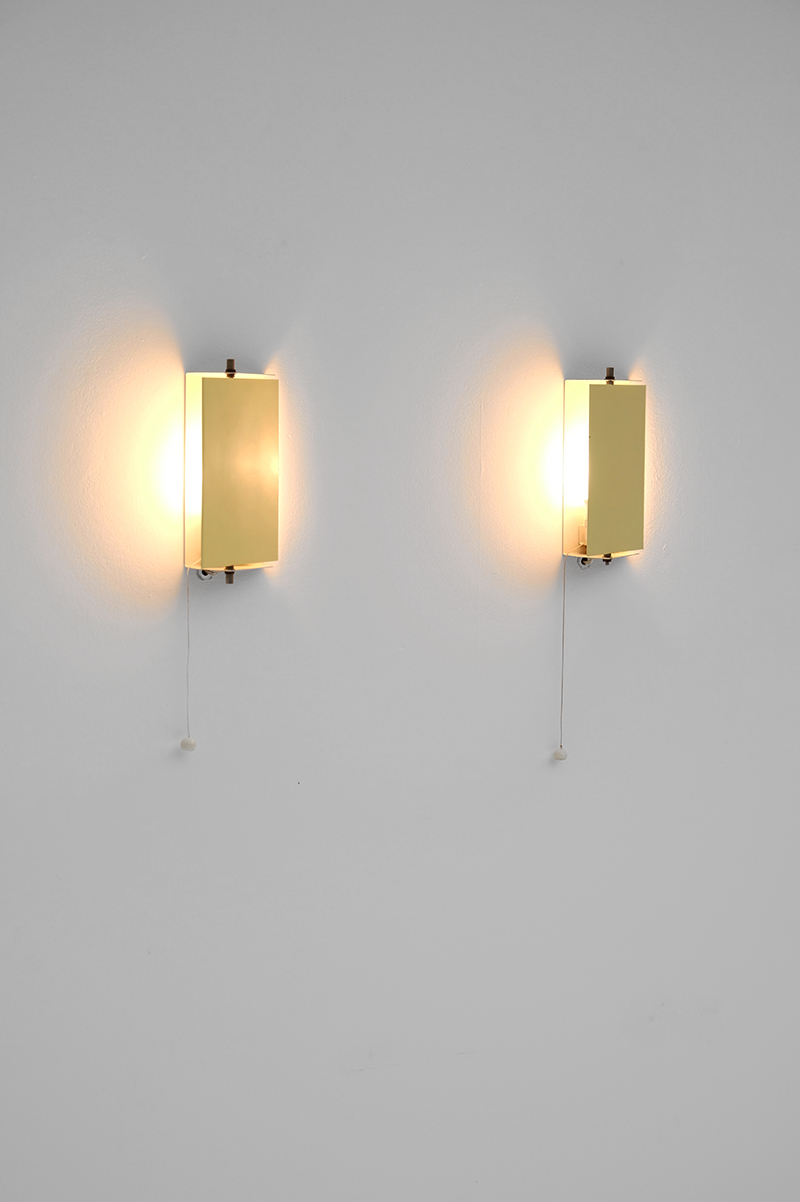 Minimalist wall sconces by Pilastroimage 3