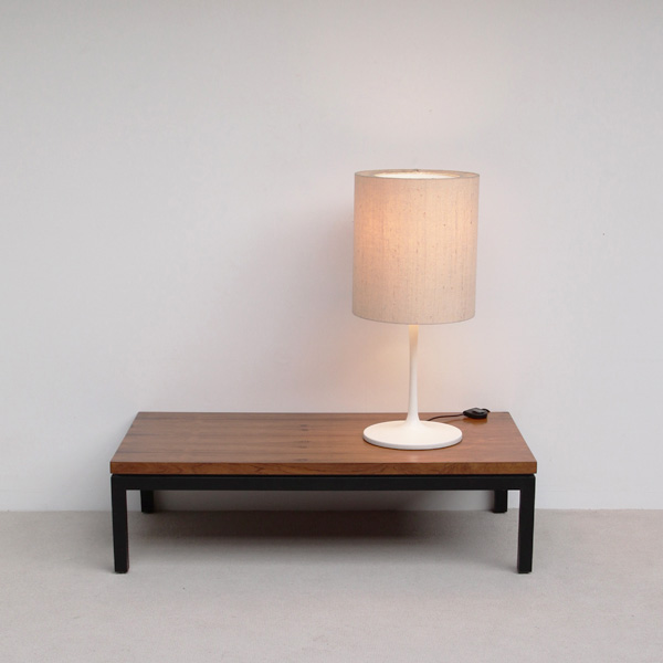 Staff Table Lamp in white lacquered Metal