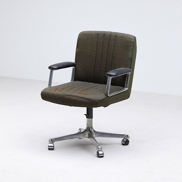 DESK CHAIR BY OSVALDO BORSANI FOR TECNO 1950