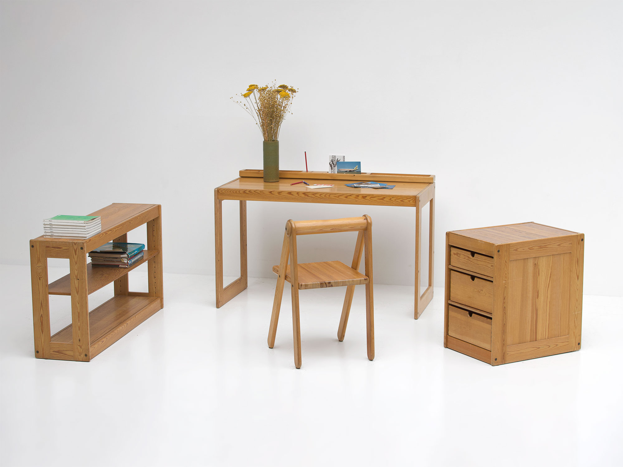 Childrens desk furniture by Pierre Grosjean for Junior Design