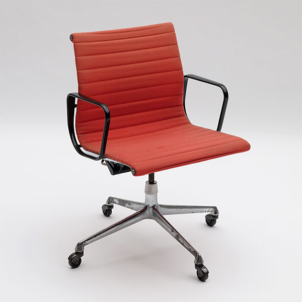 Charles & Ray Eames Office armchair EA117