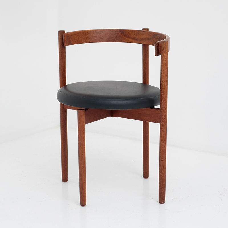 Hugo_Frandsen_Danish_Rosewood_And_Leather_Chair