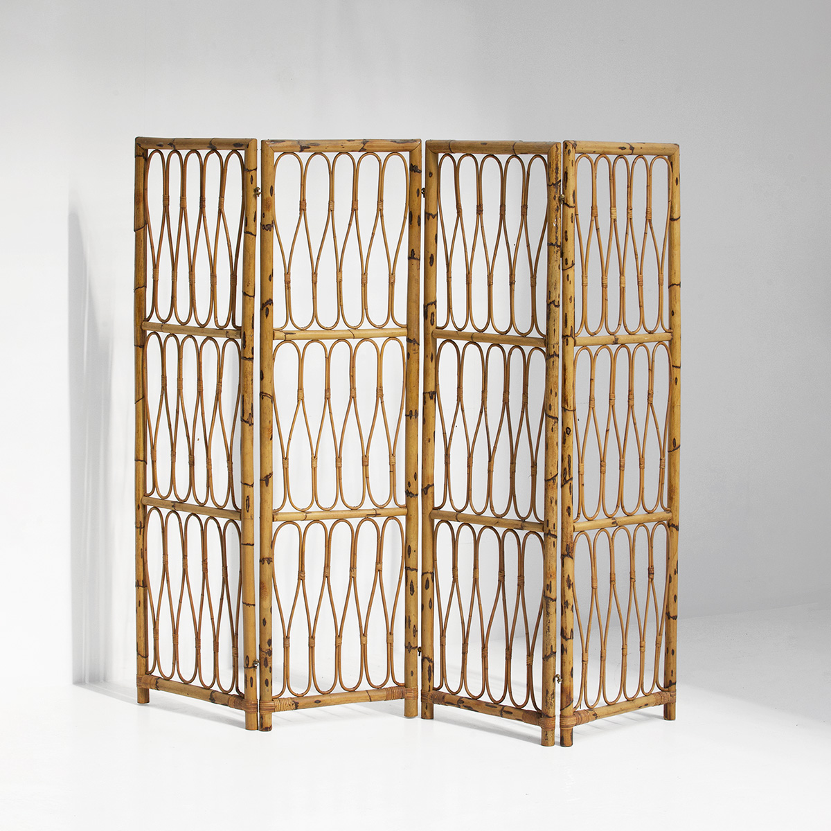 1950s Decorative Rattan Folding Screen
