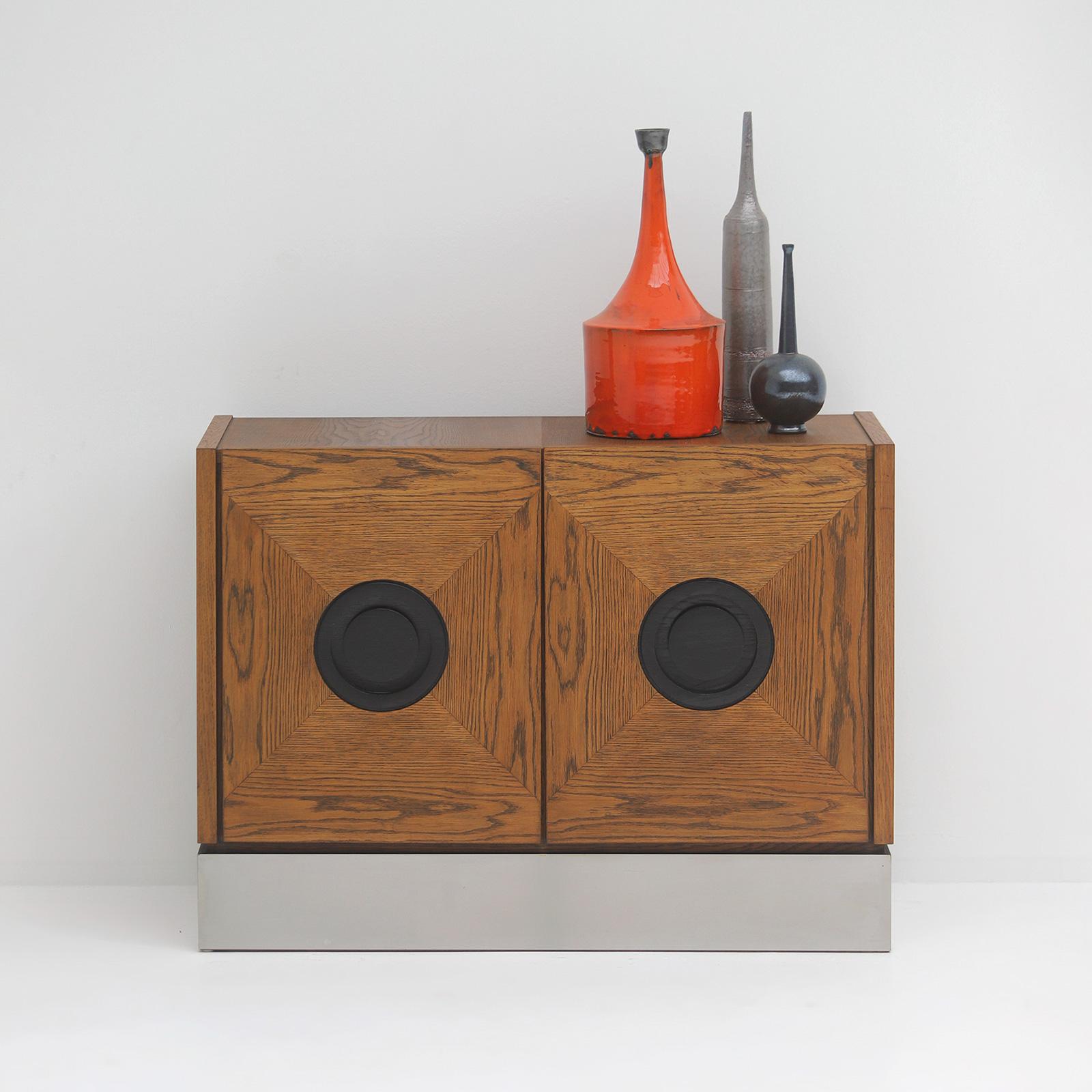 Defour graphic cabinet