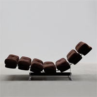 comfortable 70s lounge chair